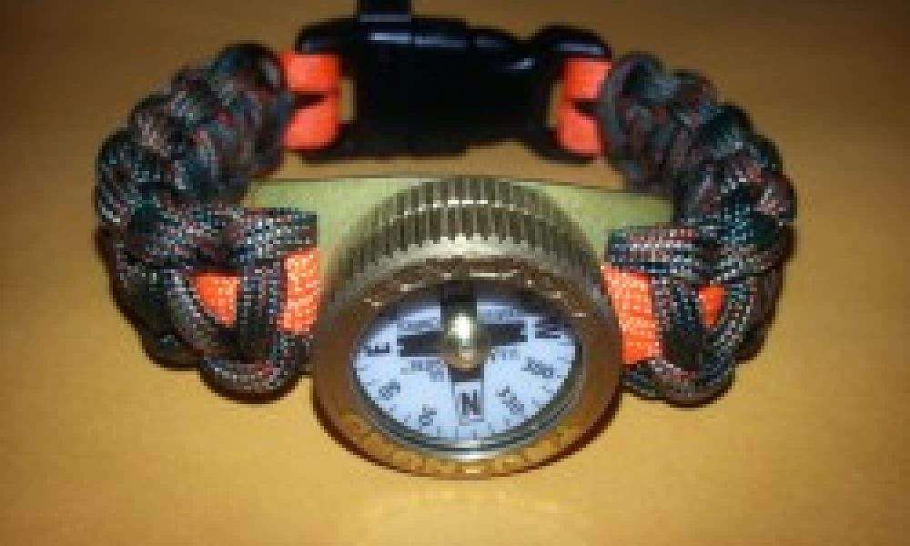 db Paracord bracelet and compass